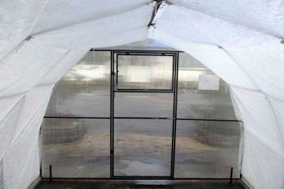 Теплица из профметалла изнутри