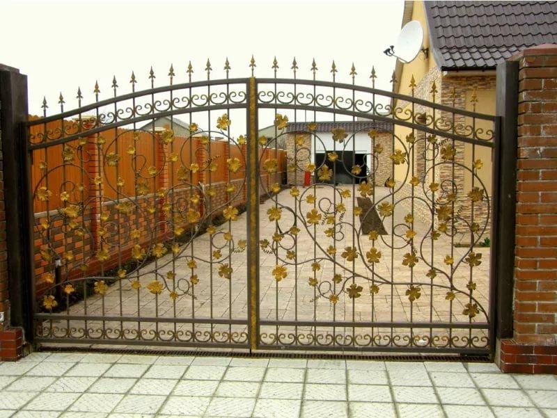Стальные кованые ворота